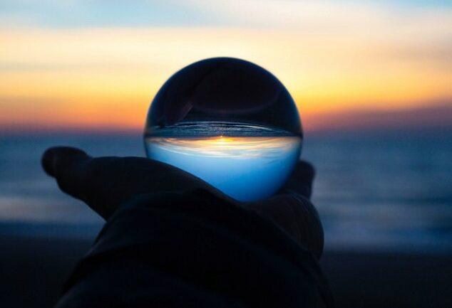 glaskugel-foto-pixabay-com-drew-beamer